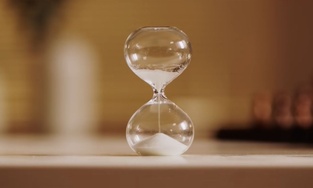 hourglass film out